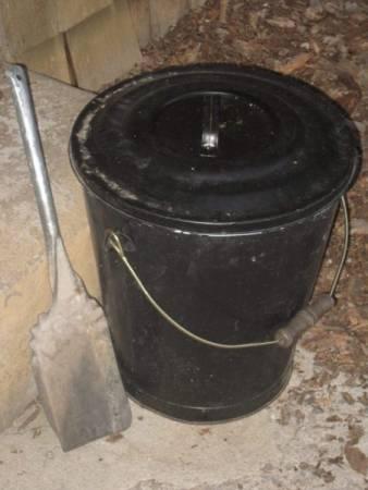 Double Bottom Ash Bucket with Shovel