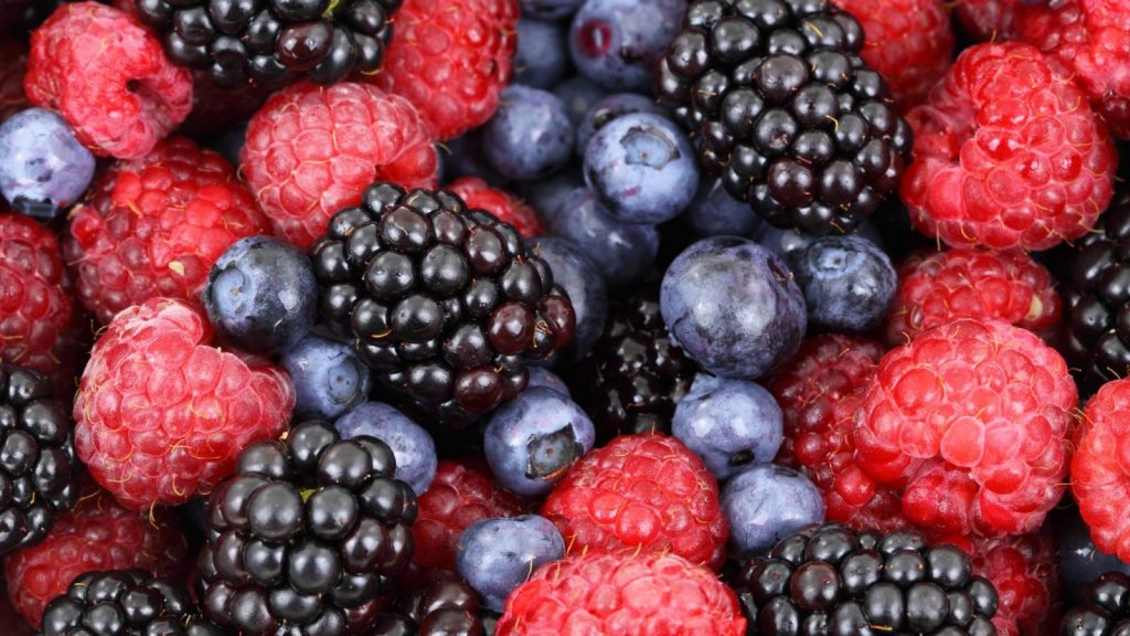 blueberries, black berries, raspberries, and black berries; learn how to freeze all these berries!